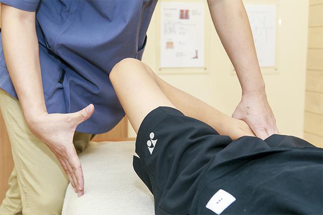 施術の流れその5 身体のゆがみをチェックします。